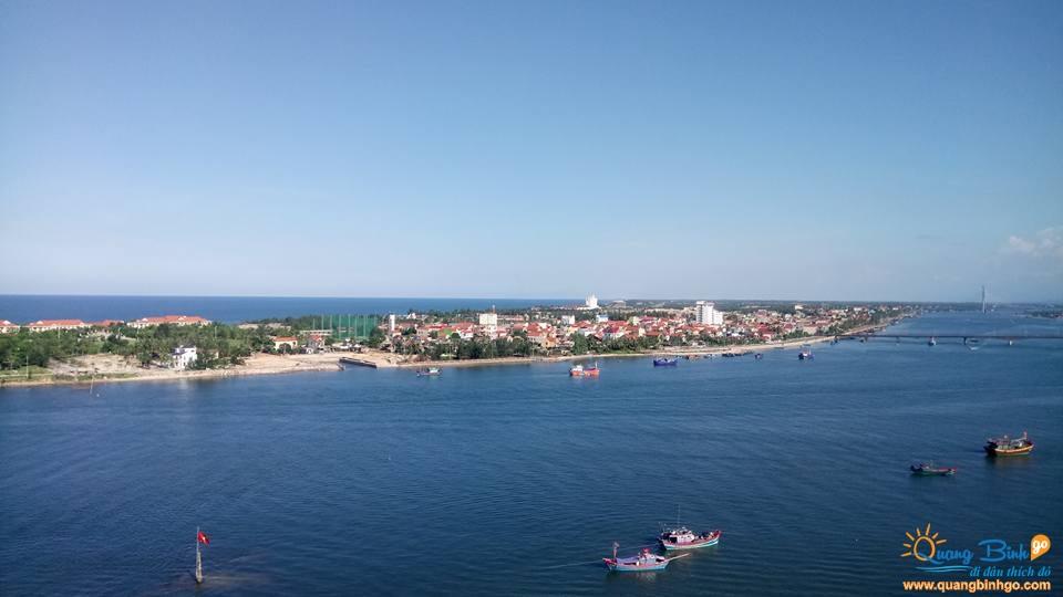 Khách sạn 3 sao Anh Linh 2, Đồng Hới, Quảng Bình, nhìn từ sông Nhật Lệ