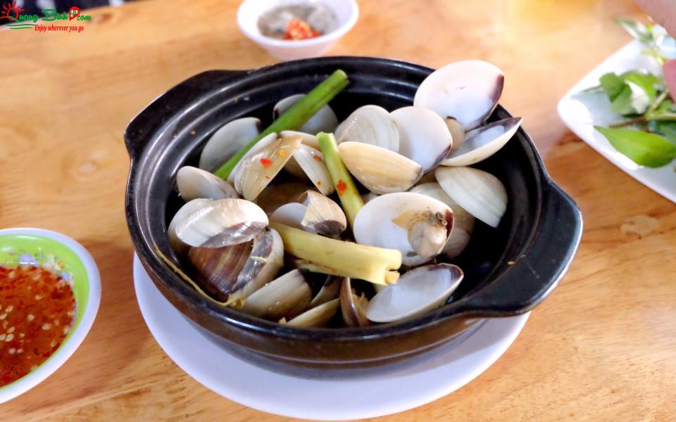 Ngao hấp món ăn ngon Quảng Bình seafood