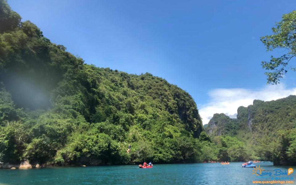 Chèo thuyền kayak trên sông Chày Quảng Bình