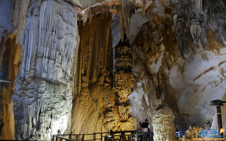Paradise cave Phong Nha tourism