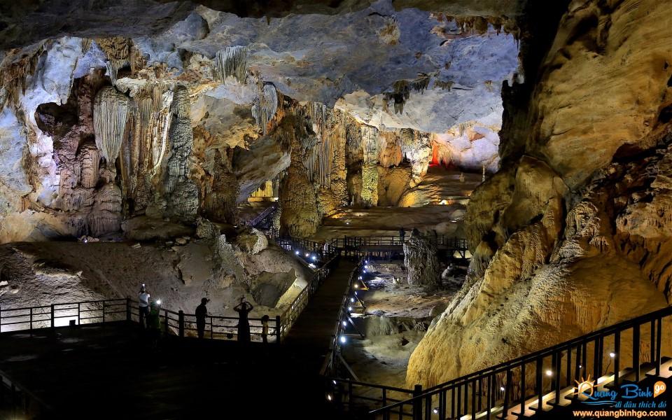 Paradise cave Phong Nha tourist