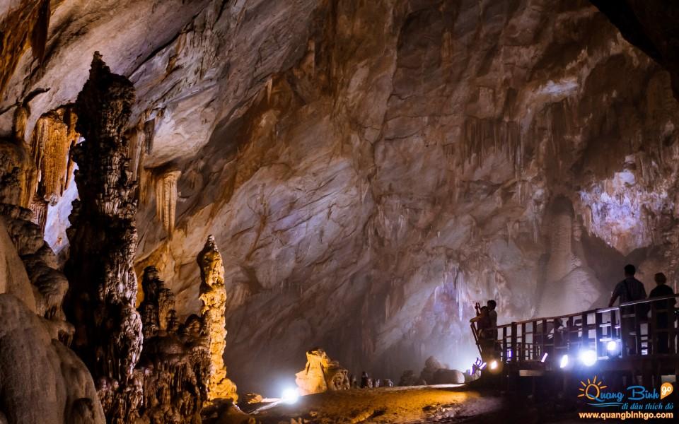 Paradise cave tourism