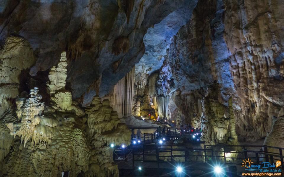 Paradise cave tourist attraction Viet Nam