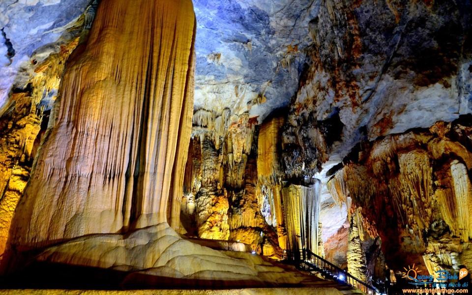 Paradise cave tourist destination