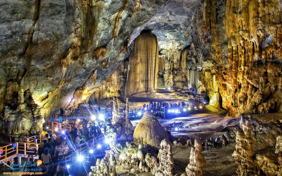 Paradise cave tourist