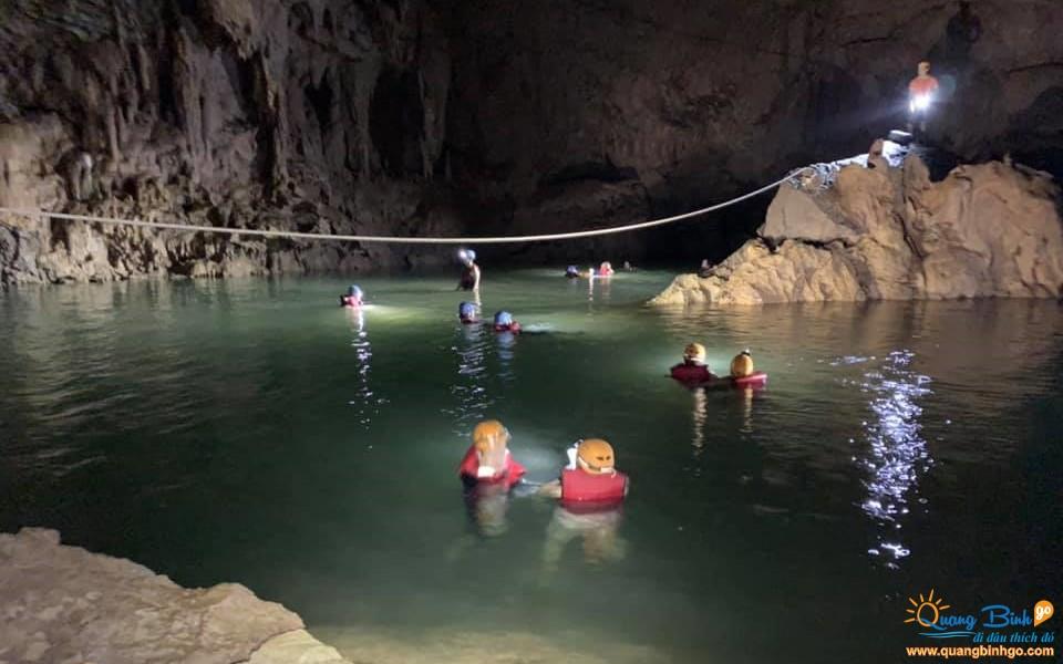 Phong Nha cave explorers 4500m, Quang Binh tour
