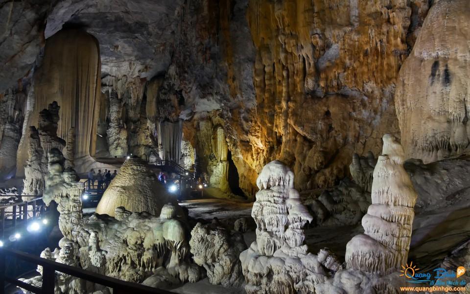 Quang Binh tour Paradise cave Phong Nha