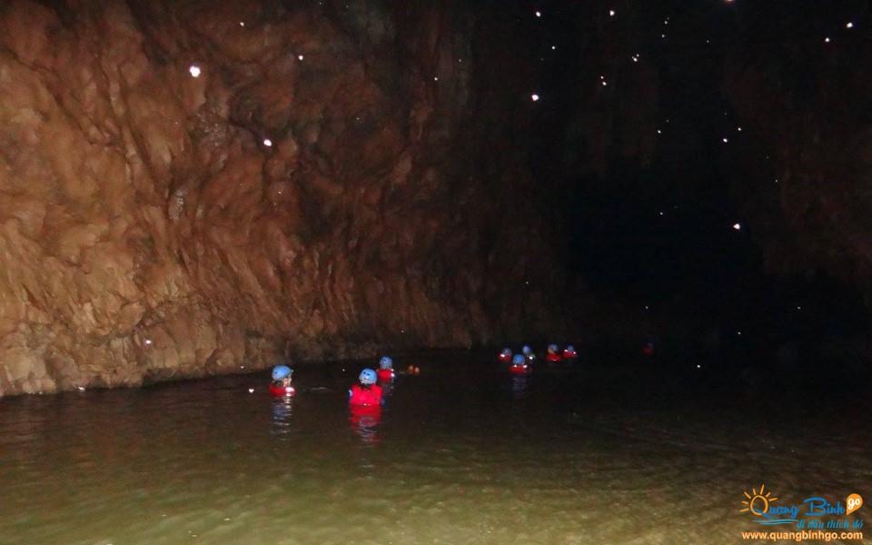 Tour du lịch Quảng Bình thám hiểm động Phong Nha