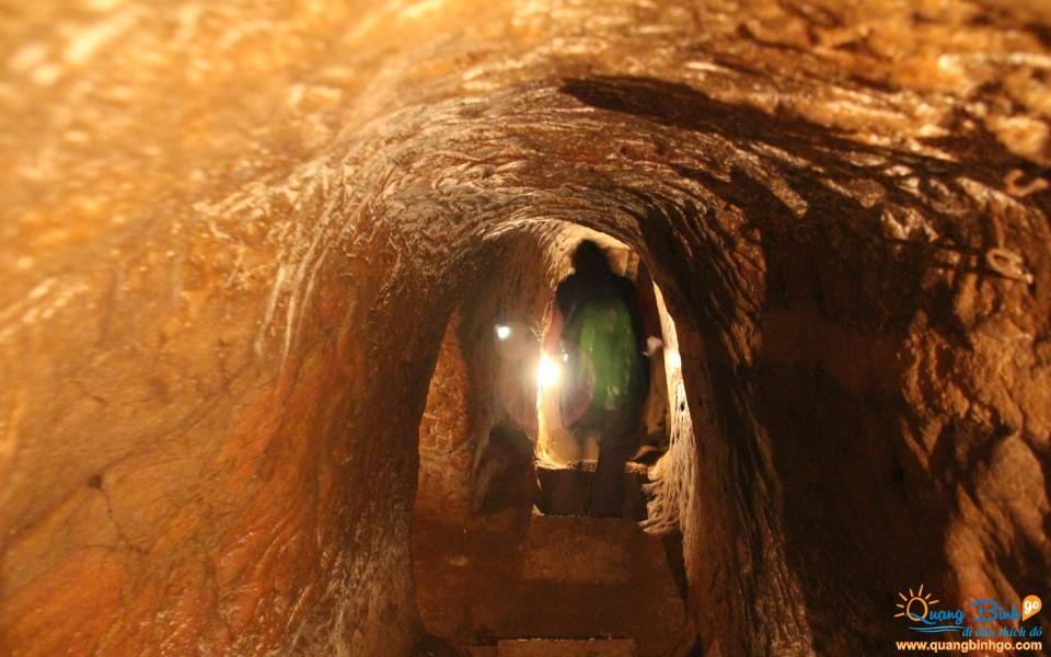 Tour Vinh Moc tunnels Quang Tri, Quang Binh Go