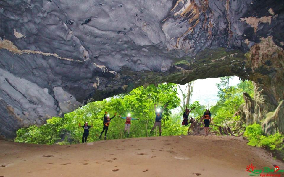 Du lịch Quảng Bình, hang Tú Làn cave explore tour