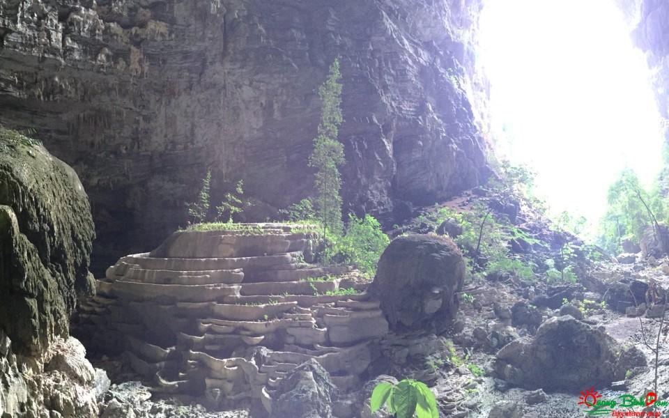 Du lịch thám hiểm hang Tú Làn, Quảng Bình